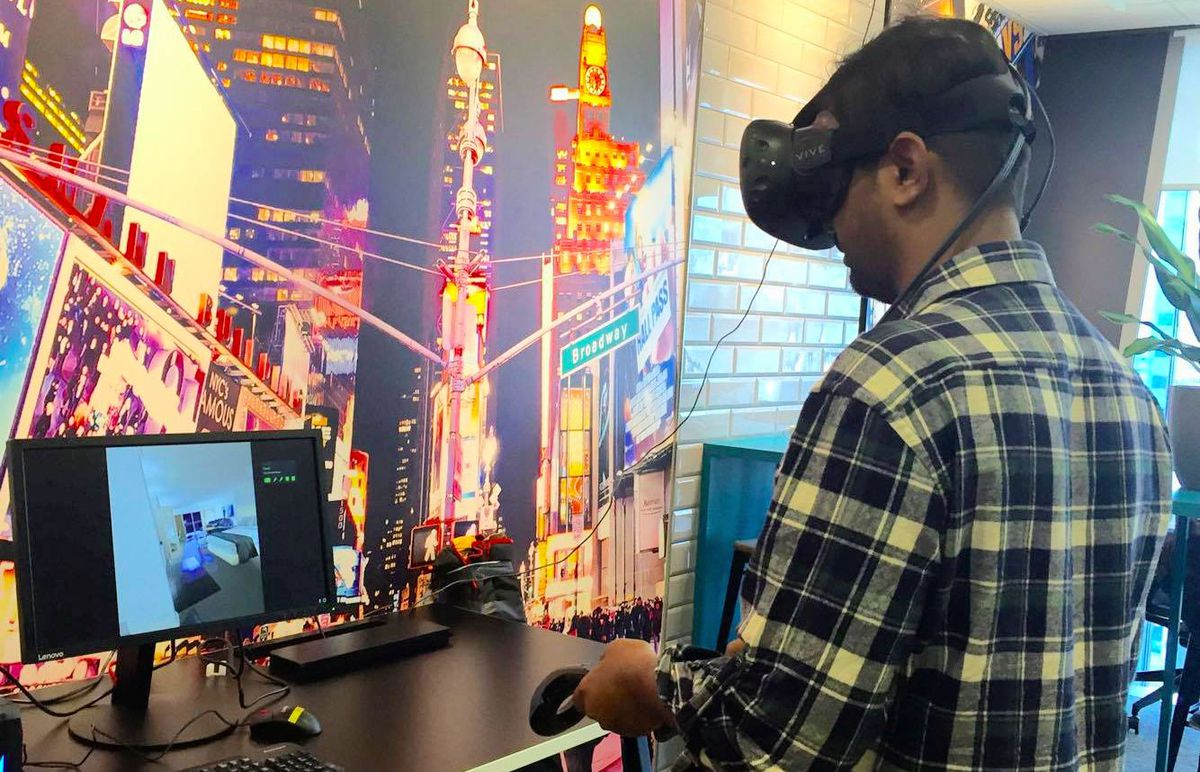 Use VR to explore hotels