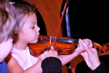 children-playing-violin
