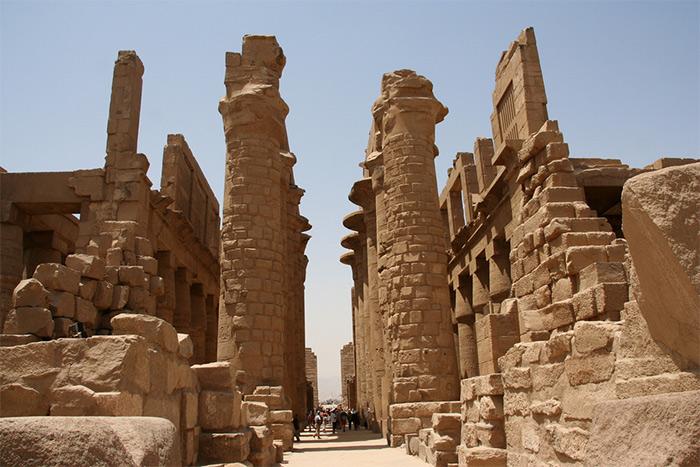 Karnak-temple-ruins