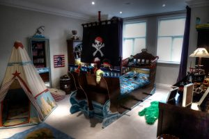 pirate-bed-and-decorated-room-childrens-pirate-bedroom-themed-interior1